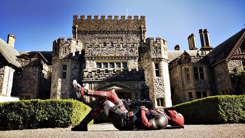 Deadpool (Ryan Reynolds) visitó la X-Mansion en Deadpool 2 (2018). Imagen: fanart.tv