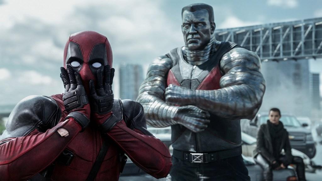 Deadpool (Ryan Reynolds), Colossus (voz de Stefan Kapičić) y Negasonic Teenage Warhead (Brianna Hildebrand) en Deadpool (2016). Imagen: fanart.tv