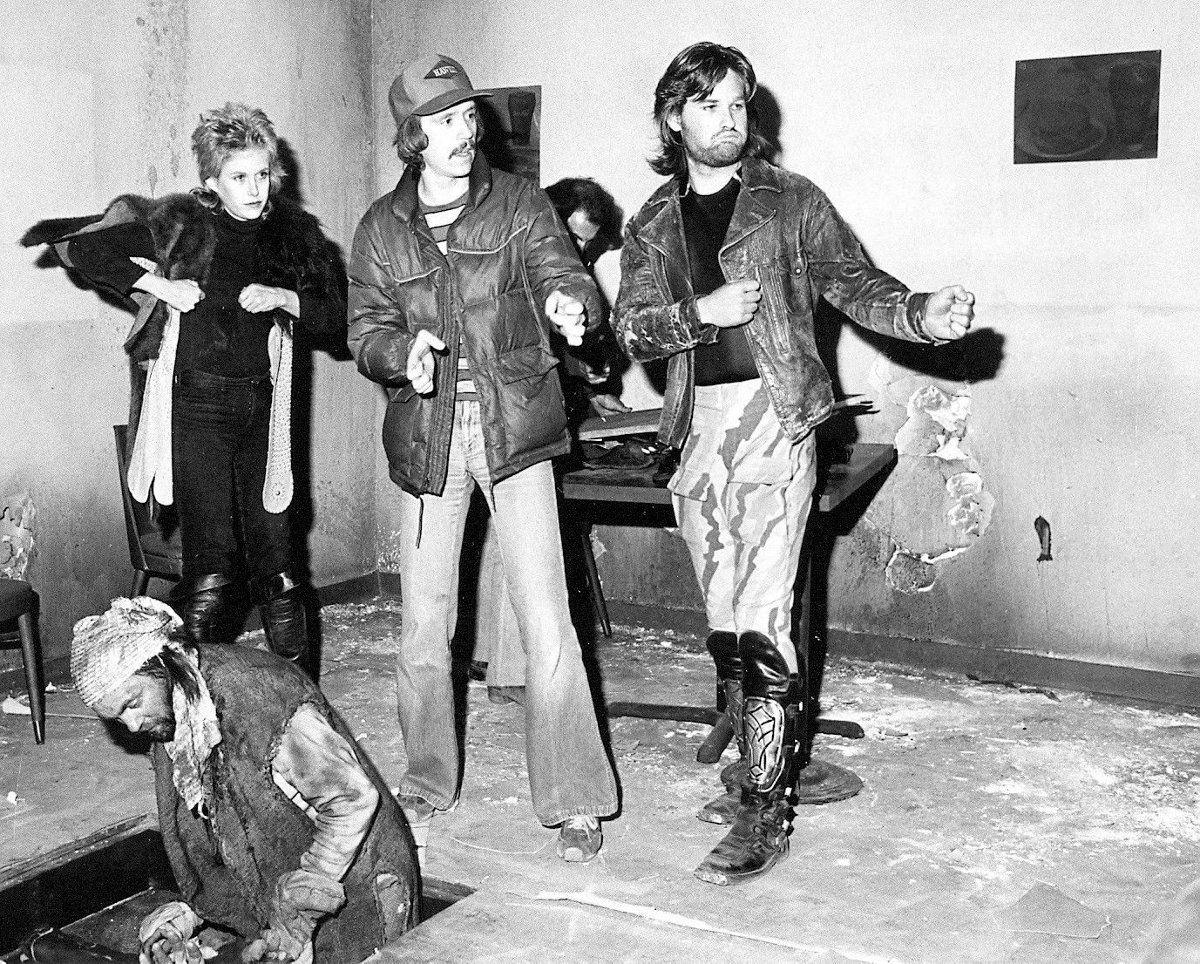 Season Hubley, el director John Carpenter y Kurt Russell en el set de Escape From New York (1981). Imagen: pinterest.com