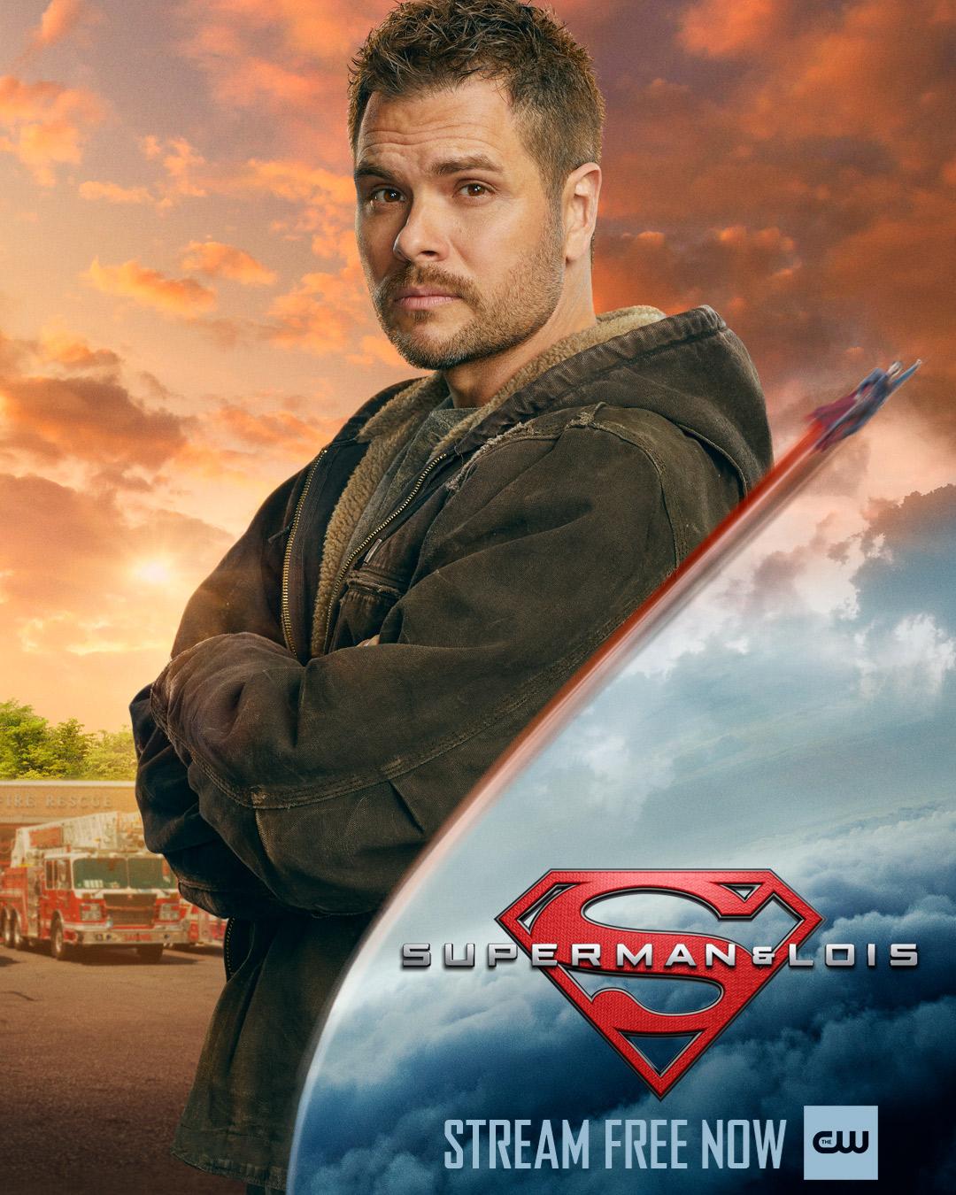 Kyle Cushing (Erik Valdez) en un póster de Superman & Lois. Imagen: Superman & Lois Twitter (@cwsupermanandlois).