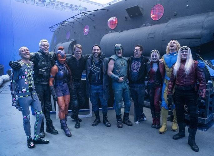 El director/guionista James Gunn y miembros del elenco de The Suicide Squad (2021). Imagen: James Gunn Instagram (@jamesgunn).