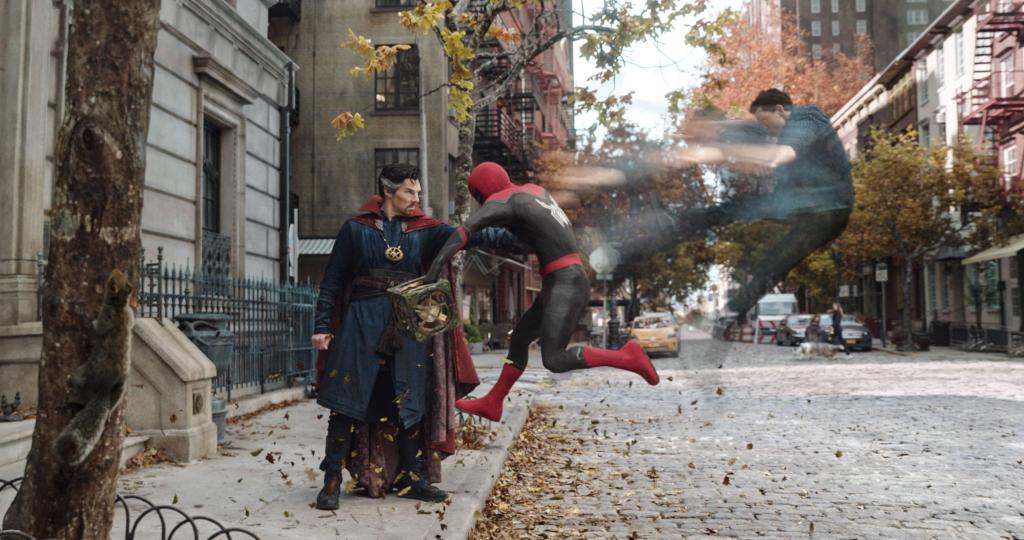 El Dr. Stephen Strange/Doctor Strange (Benedict Cumberbatch) y Peter Parker/Spider-Man (Tom Holland) en Spider-Man: No Way Home (2021). Imagen: Sony Pictures