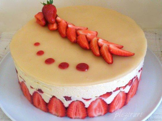 Tort cu capsuni si martipan (Le Fraisier)