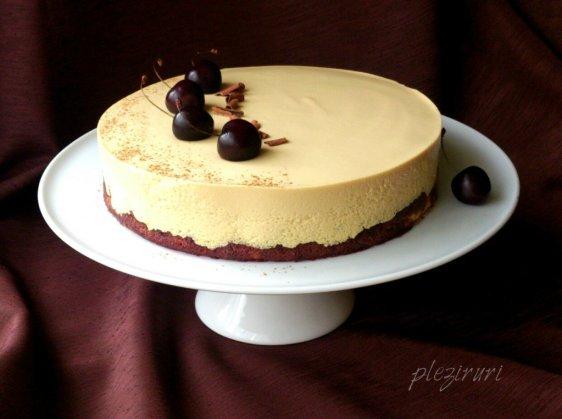 Tort cu cirese si mousse de scortisoara caramelizata