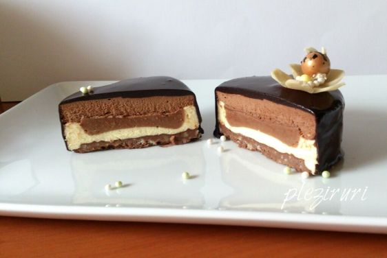 Tort cu vanilie pralina de alune si ciocolata