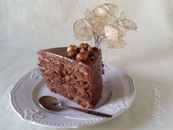 Tort cu stafide nuca si ciocolata