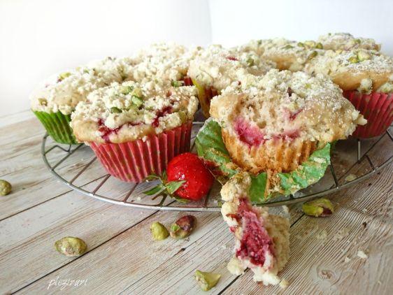 pleziruri Muffins cu capsuni si migdale