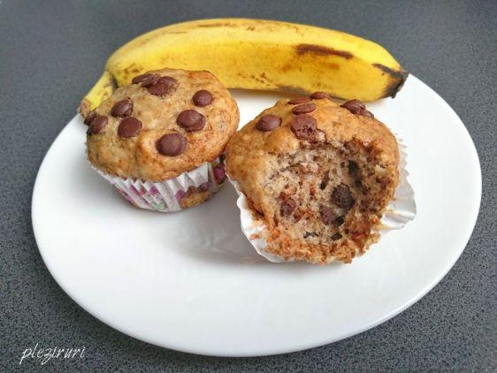 Muffins cu banane ciocolata si nuci
