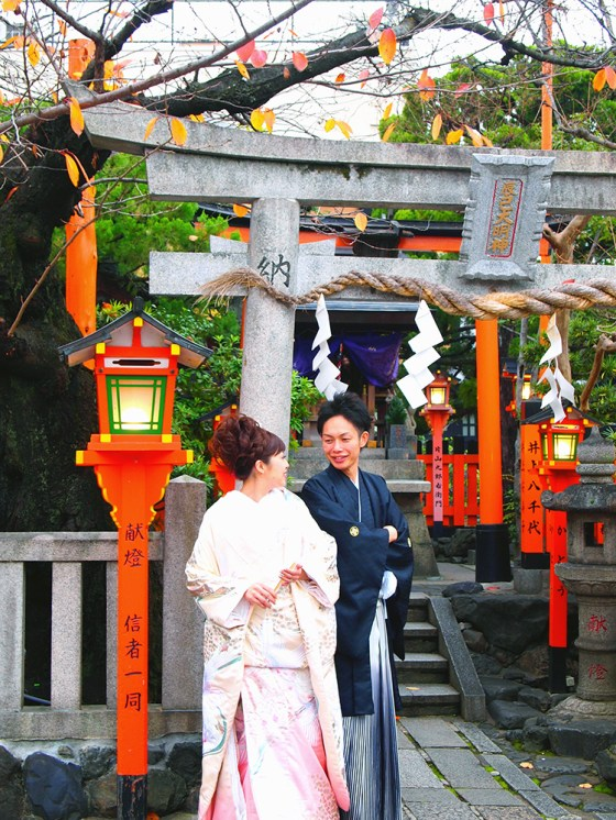 Wedding couple at a little shrine at Shirakawa Gion, Kyoto