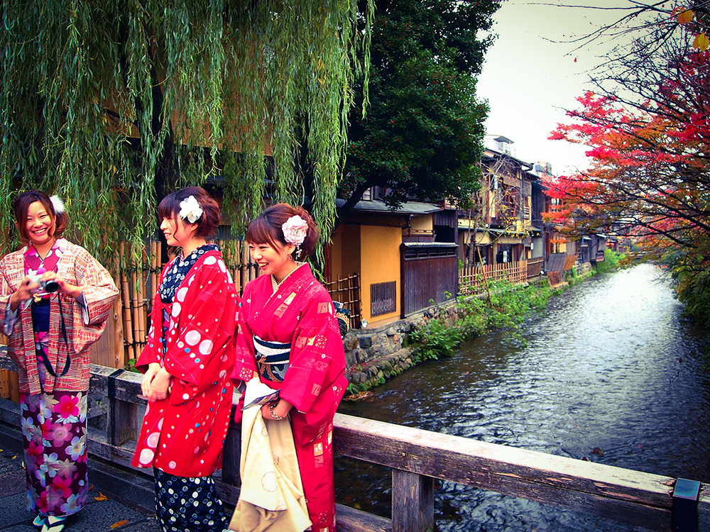 Shirakawa Gion // Kyoto's Most Beautiful Street