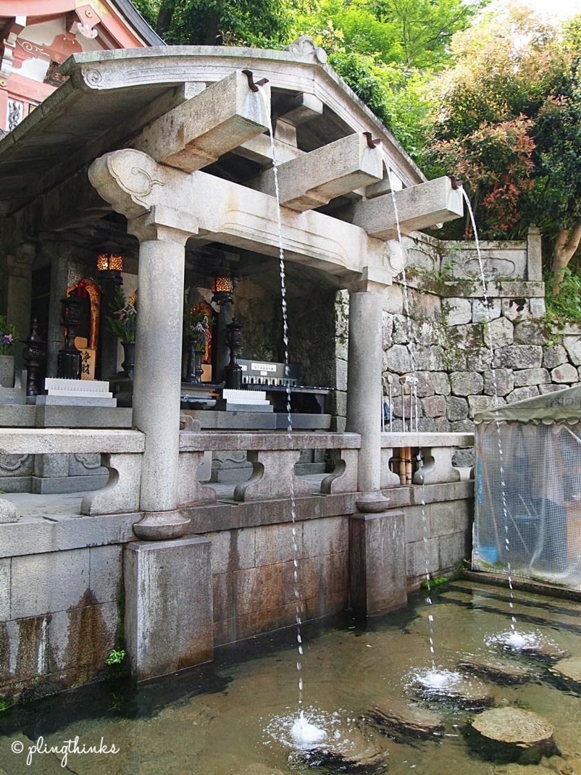 3 Streams of Spring Water at Otowa Waterfall - Kiyomizu Kyoto