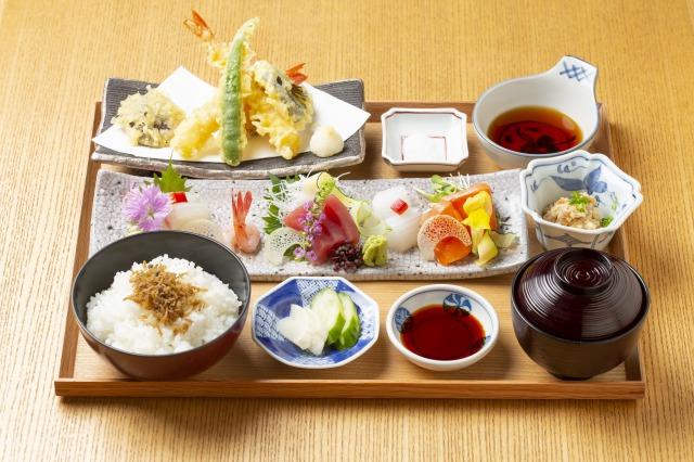 IZAMA Kyoto - Sashimi Tempura Lunch