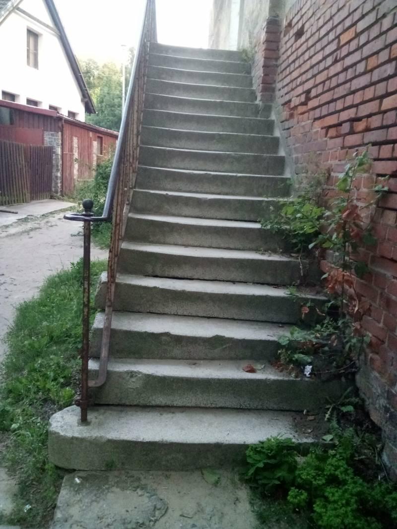 stare schody przed renowacją