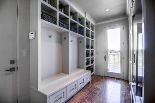 mudroom-porch-20-October-Gold-Gate-Elbow-Valley-For-Sale-Realtor-Plintz-Luxury-Real-Estate-Calgary-Sothebys