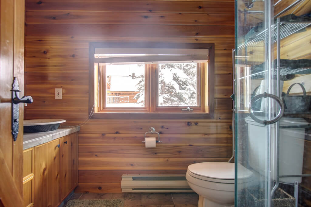 Cabin-bathroom-352248-Pine-Ridge-Road-Bragg-Creek-Ranch-Acreage-For-Sale-Calgary-Real-Estate-For-Sale-taylor-sothebys-Realtor-Plintz