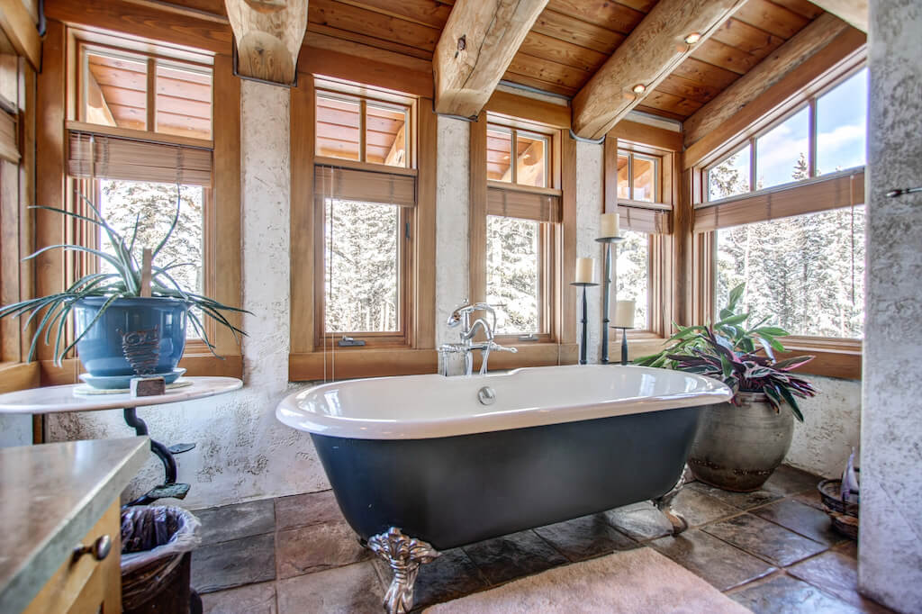 Clawfoot-tub-bathroom-ensuite-352248-Pine-Ridge-Road-Bragg-Creek-Ranch-Acreage-For-Sale-Calgary-Real-Estate-For-Sale-taylor-sothebys-Realtor-Plintz