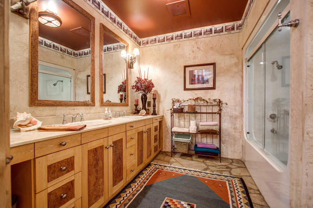 Bathroom-352248-Pine-Ridge-Road-Bragg-Creek-Ranch-Acreage-For-Sale-Calgary-Real-Estate-For-Sale-taylor-sothebys-Realtor-Plintz