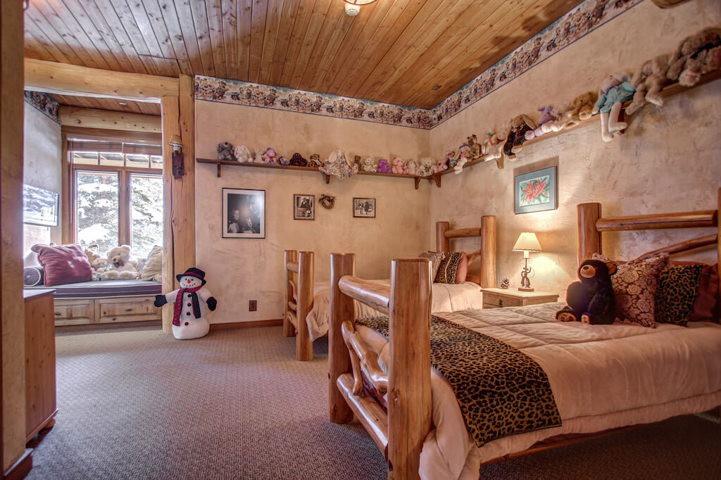 Basement-walkout-bedroom-window-seat-352248-Pine-Ridge-Road-Bragg-Creek-Ranch-Acreage-For-Sale-Calgary-Real-Estate-For-Sale-taylor-sothebys-Realtor-Plintz