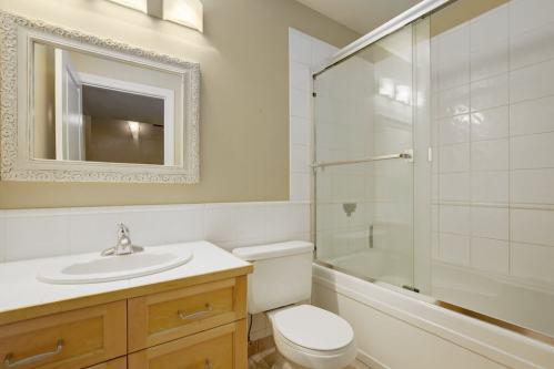 Bathroom-Realtor-Plintz-4005-18-Street-SW-Altadore-Calgary-Homes-For-Sale-Real-Estate-Plintz-Sothebys