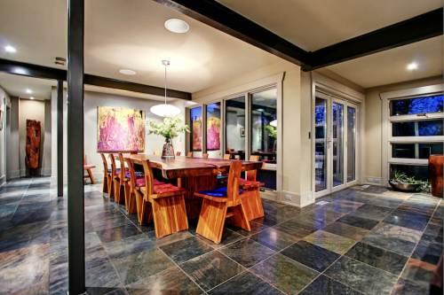 Dining-room-1219-Beverley-Boulevard-SW-Belaire-Calgary-Realtor-plintz-real-estate-luxury-home-for-sale-house-