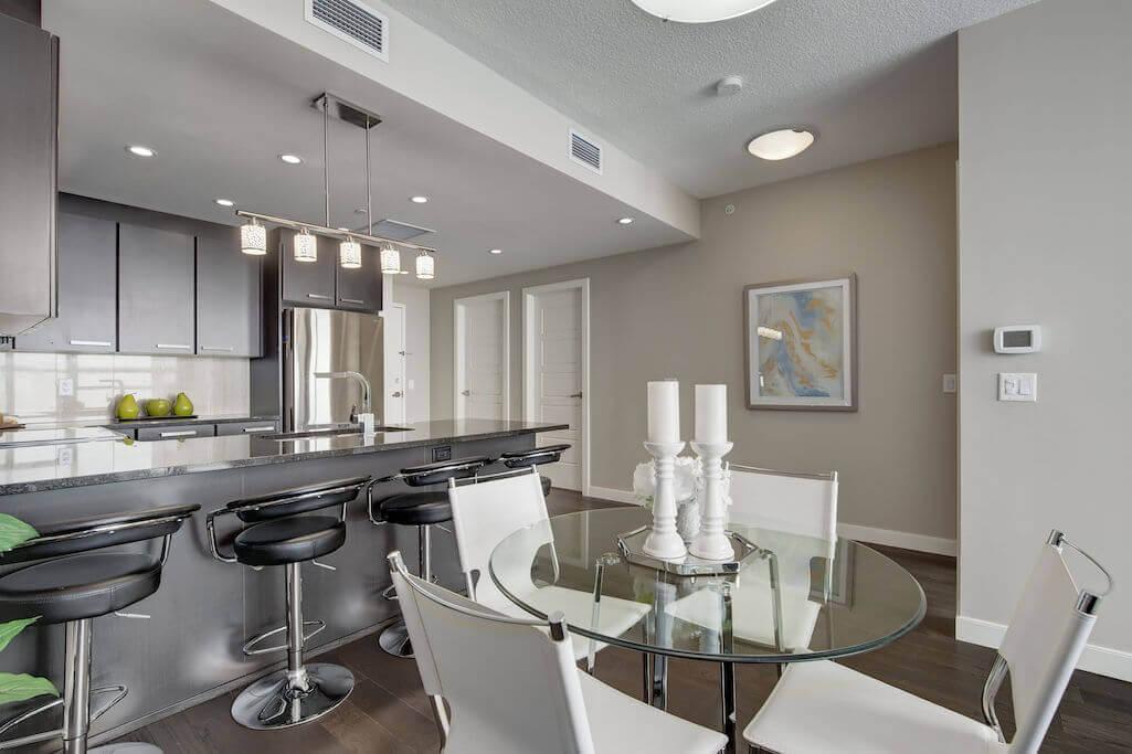 dining-room-breakfast-bar-2402-225-11-Avenue-SE-Keynote-Condo-Victoria-Park-Beltline-Calgary-Real-Estate-Plintz-Realtor-Luxury