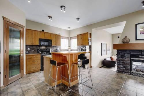 kitchen-island-breakfast-bar-303-Valley-Crest-Court-NW-Valley-Ridge-Plintz-Real-Estate-For-Sale-Calgary-Alberta