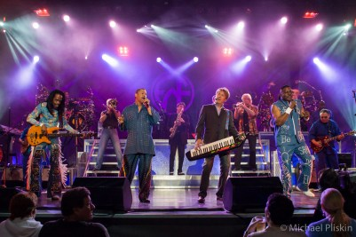 Chicago and Earth, Wind & Fire perform together at the L.A. Greek Theatre
