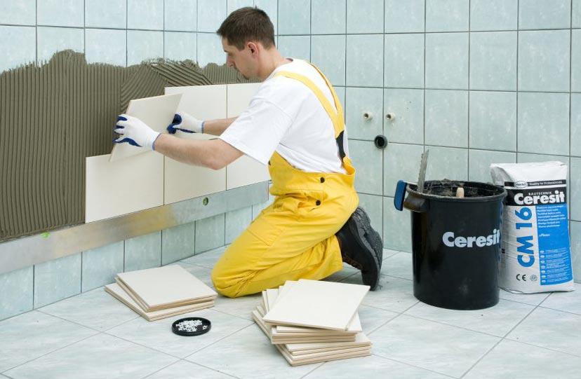 Comment choisir de la colle pour la tuile dans la salle de bain