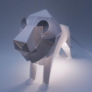 lion carré éclairé300×300 72 dpi