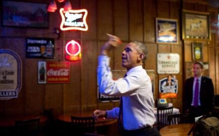 obama shooting darts