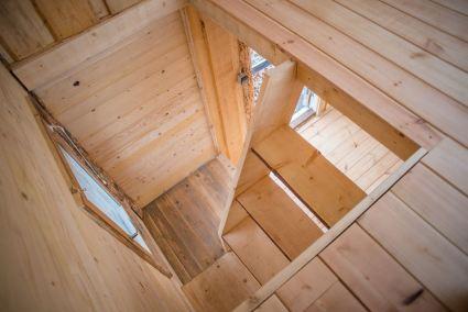 Ett småhus på hjul inrett med hyggesfritt virke, Stjärnsund, Södra Dalarna