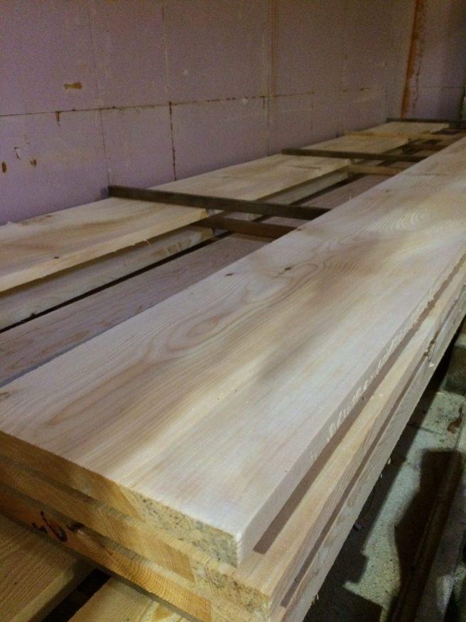Virke av bra kvalitet från ett litet sågverk i Gävleborgs Län