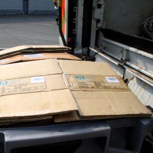 Les cartons se recyclent dans des bacs dédiés !