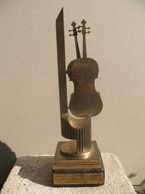 Голямата награда на конкурса - бронзова статуетка на скулптора Цвятко Сиромашки