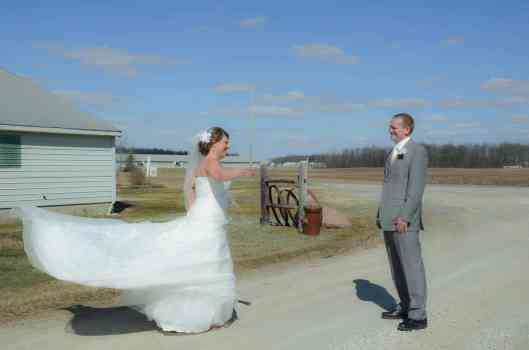 wedding pic outside turkey barn