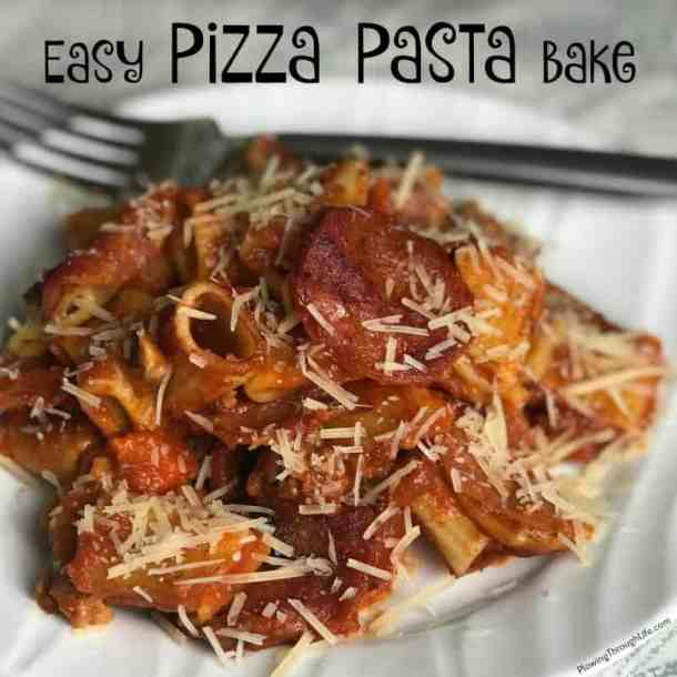 We need easy, family friendly weeknight pasta recipes that help us keep on schedule and keep on budget.  The kids love pasta and pizza, so it just makes sense to combine the two into a pizza pasta bake casserole.  Add a salad, a glass of milk and a fresh fruit snack and this is a great meal for growing kids.