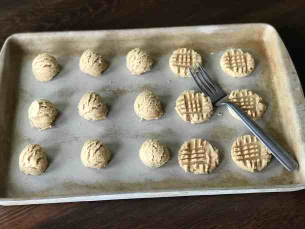 how to make cris cross on peanut butter cookies
