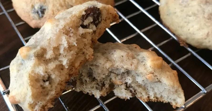 farmhouse applesauce raisin cookies
