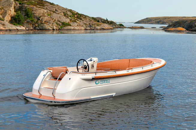 Electric boat from Green Waves