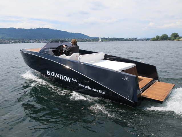 Ganz electric boat with a waterskier