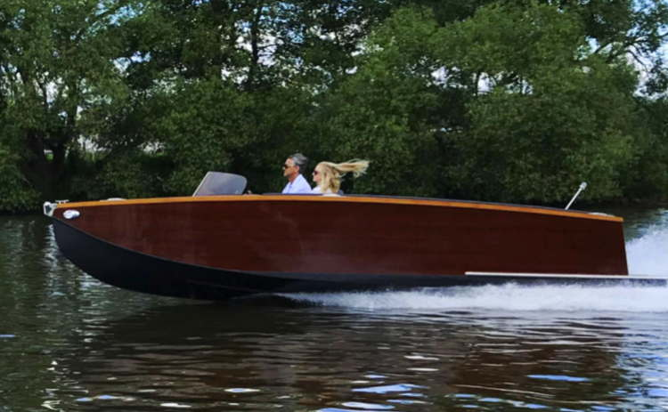 Boat powered by AQAForce electric Inboard-outboard motor