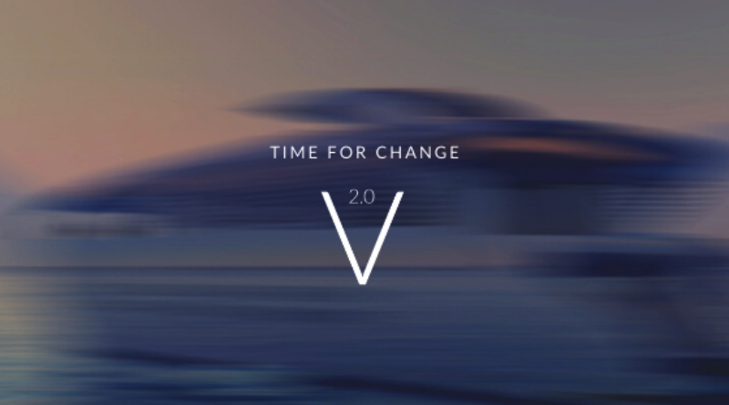 Une image floue du yacht solaire SolarImpact avec les mots V2.0 devant