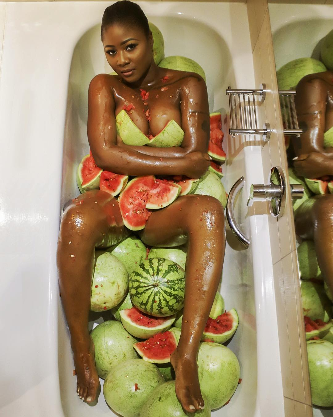 Salma Mumin hot bathtub photos