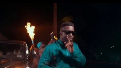 Sarkodie in 'Oofeetso' music video