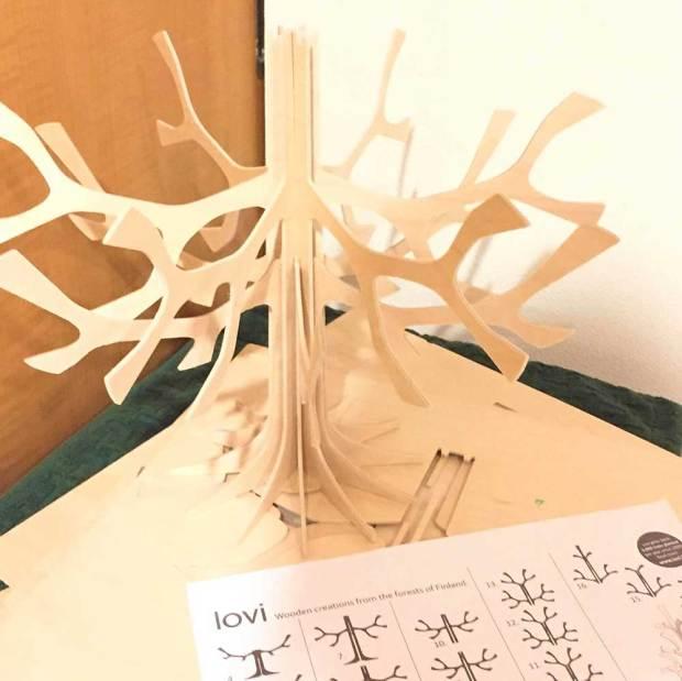 loviのクリスマスツリーの組み立て方