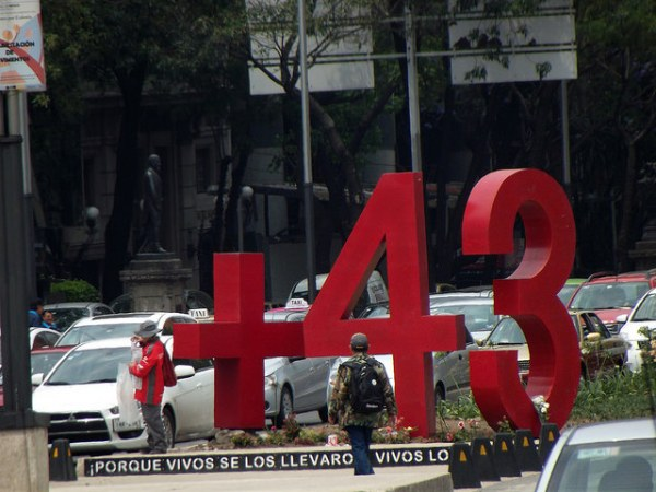 Monumento +43 en la av. Reforma de la Ciudad de México