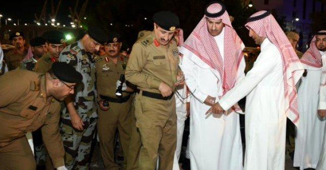 Salmán bin Abdulaziz, emir de Arabia Saudita, comprueba los daños en Medina