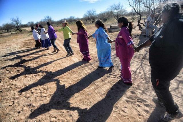 contra el muro pueblo indígena