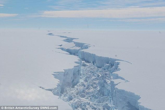Se desprende iceberg gigante