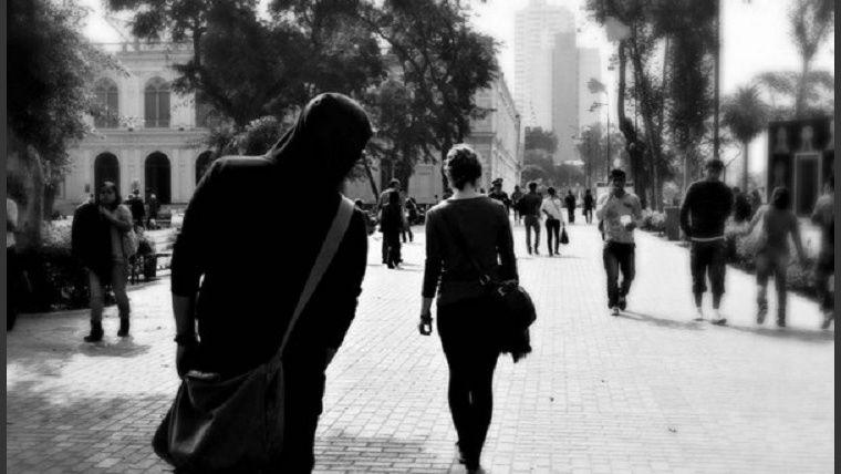 china vende lanzallamas portatil para combatir acoso callejero